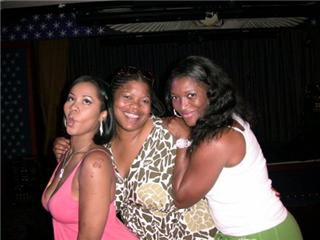 deelishis, amy, taj.jpg